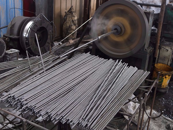 通丝螺杆设备