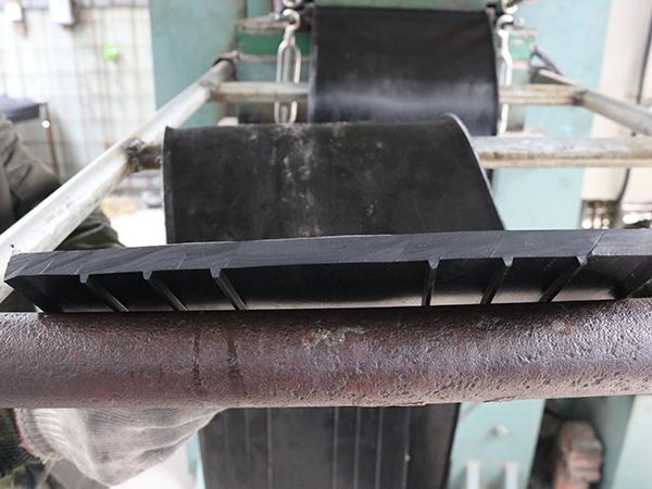 松茂建材背贴式橡胶止水带
