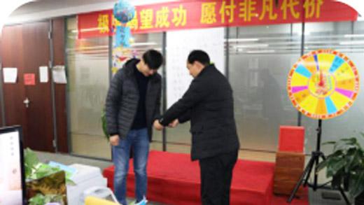 欢庆松茂建材2月出现2名销售业绩破100万的同事